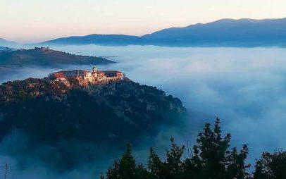 Φωτογραφία της ημέρας: Με θέα το μοναστήρι του Αγίου Νικάνορα λίγο έξω από την Ελάτη!!!