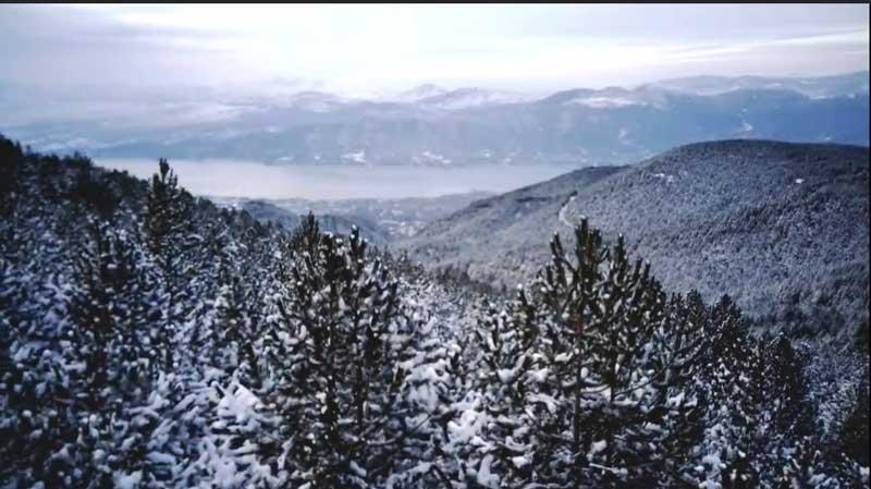 Τα πανέμορφα και χιονισμένα Πιέρια Όρη από ψηλά (video)