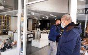 Οι έμποροι της Κοζάνης άνοιξαν συμβολικά τα καταστήματα τους -Σάκης Δραγατσίκας: «Ένας αρνητής της επιδημίας χάλασε όλο το καλό κλίμα»