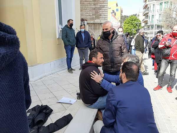 Έντονη αντίδραση πολίτη για το λουκέτο στα καταστήματα της Κοζάνης-Επενέβη η ΕΛΑΣ