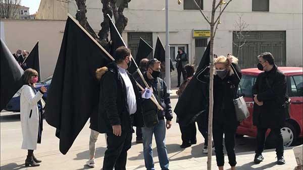 Διαμαρτυρία για το κλειστό λιανεμπόριο και επίδοση ψηφίσματος στο δήμαρχο Εορδαίας από εμπόρους της Πτολεμαΐδας