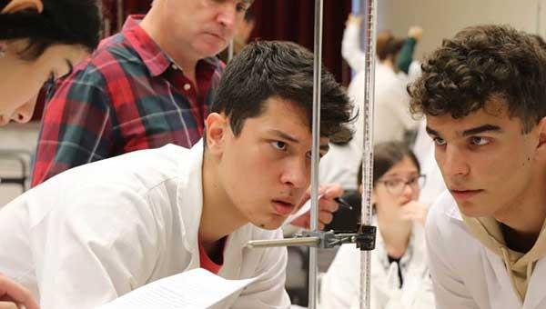 Έλληνας μαθητής με καταγωγή από τη Δαμασκηνιά Βοΐου έγινε δεκτός στο Yale με υποτροφία 97%