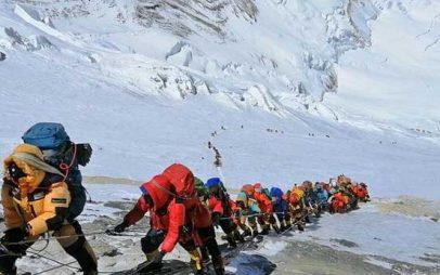 Νεπάλ προς ορειβάτες του Έβερεστ: Επιστρέψτε τις φιάλες οξυγόνου λόγω πανδημίας