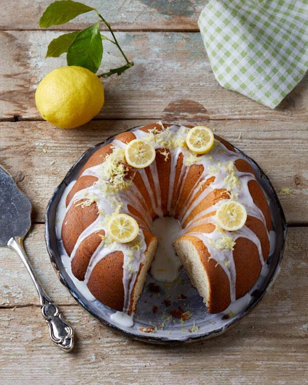 Αφράτο κέικ λεμονιού με γλάσο