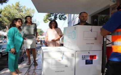Η Ελλάδα έστειλε 100.000 εμβόλια κατά της covid-19 στην Αλβανία