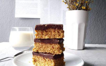 The 3 Cooks: No bake bars με φυστικοβούτυρο