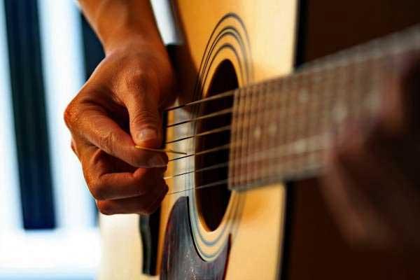 Μουσική βραδιά οργανώνει η ΤΕ Κοζάνης του ΚΚΕ το Σάββατο 24 Ιούλη στη πλατεία της Σκ'ρκας