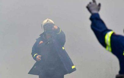 Φωτιά στη Βόνιτσα: Μαίνονται οι φλόγες στην περιοχή Θυρίου