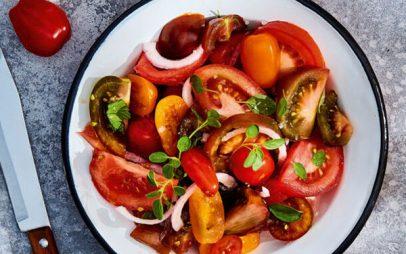 Σαλάτα με πολύχρωμες ντομάτες και βινεγκρέτ αντζούγιας