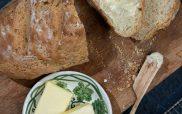 Εύκολο καθημερινό ψωμί (με μαγιά)
