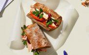 Σάντουιτς με τόνο, ελιές και ντομάτα