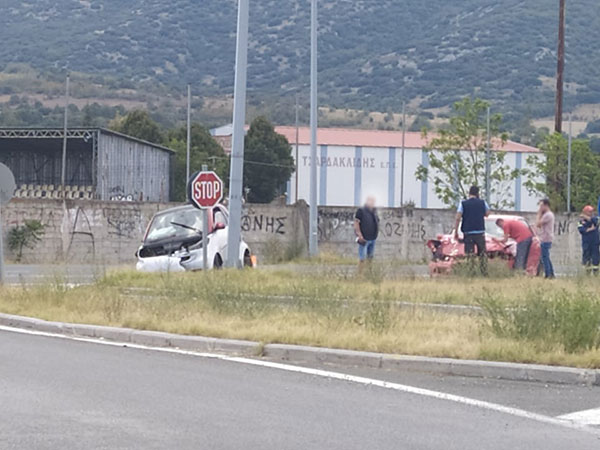 Τροχαίο ατύχημα στο Βατερό με συμπλοκή δύο αυτοκινήτων