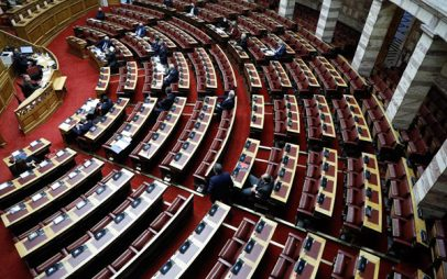 Στη Βουλή η τροπολογία για τα 50 GB στους νέους που εμβολιάζονται