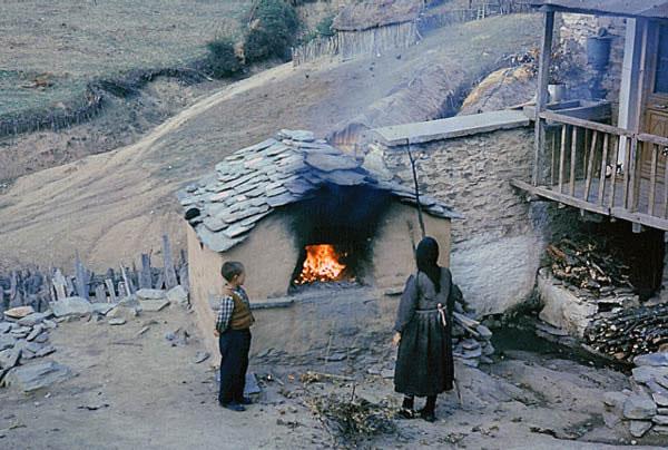Φούρνος και ζεστό ψωμί