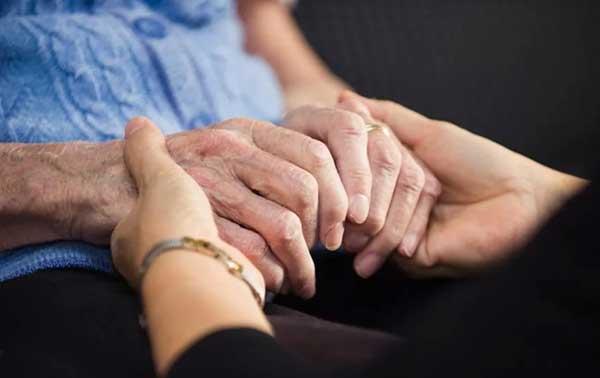 Ζητείται κυρία για φύλαξη ηλικιωμένης
