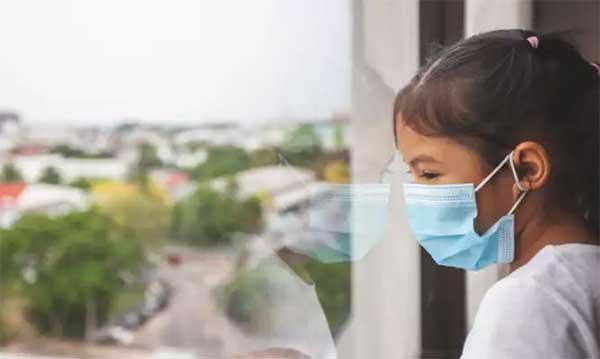 Ο κορονοϊός και η κρυφή πανδημία της ορφάνιας: Κάθε 12 δευτερόλεπτα ένα παιδί χάνει τον άνθρωπο που το φρόντιζε